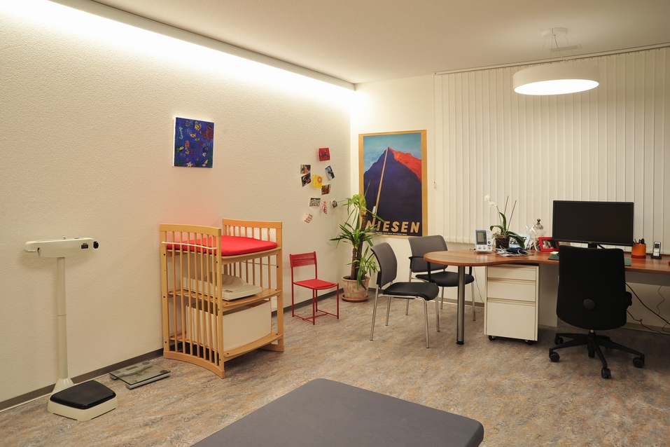 Aerztehaus-Balsthal-Behandlungsraum-Roth-Düringer