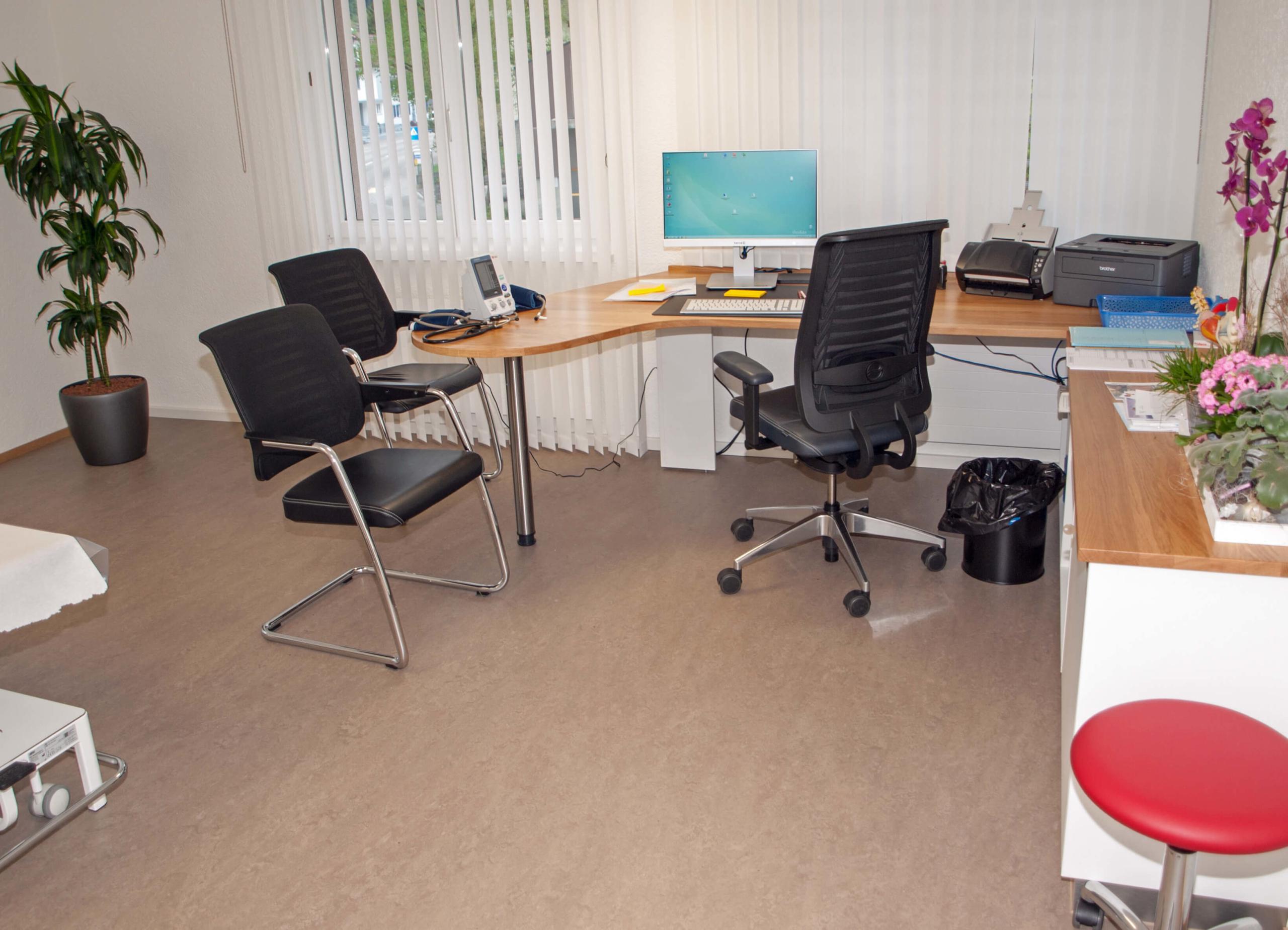Aerztehaus-Welschenrohr-uz1-Desk
